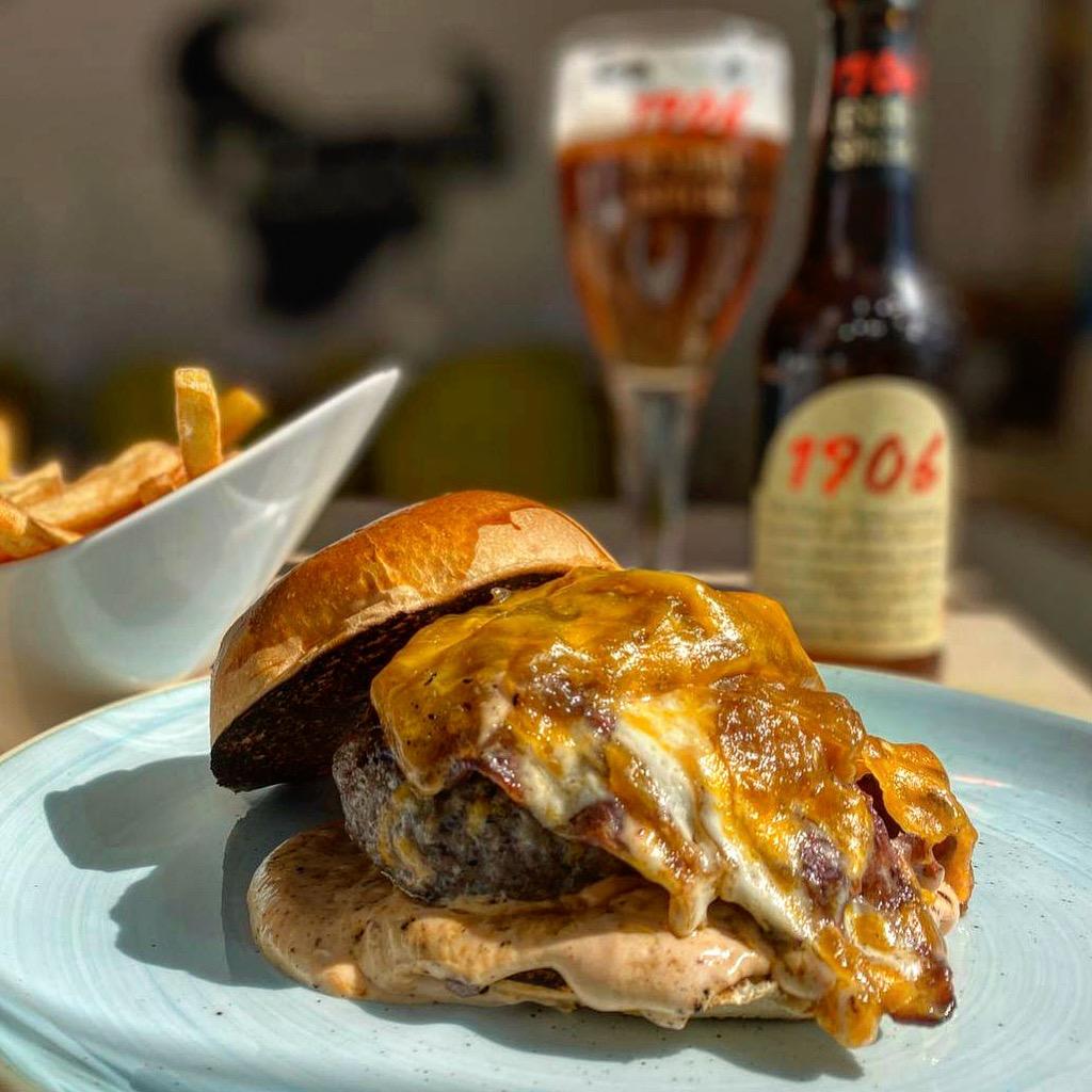 Toro-burger-loungE-MAYA